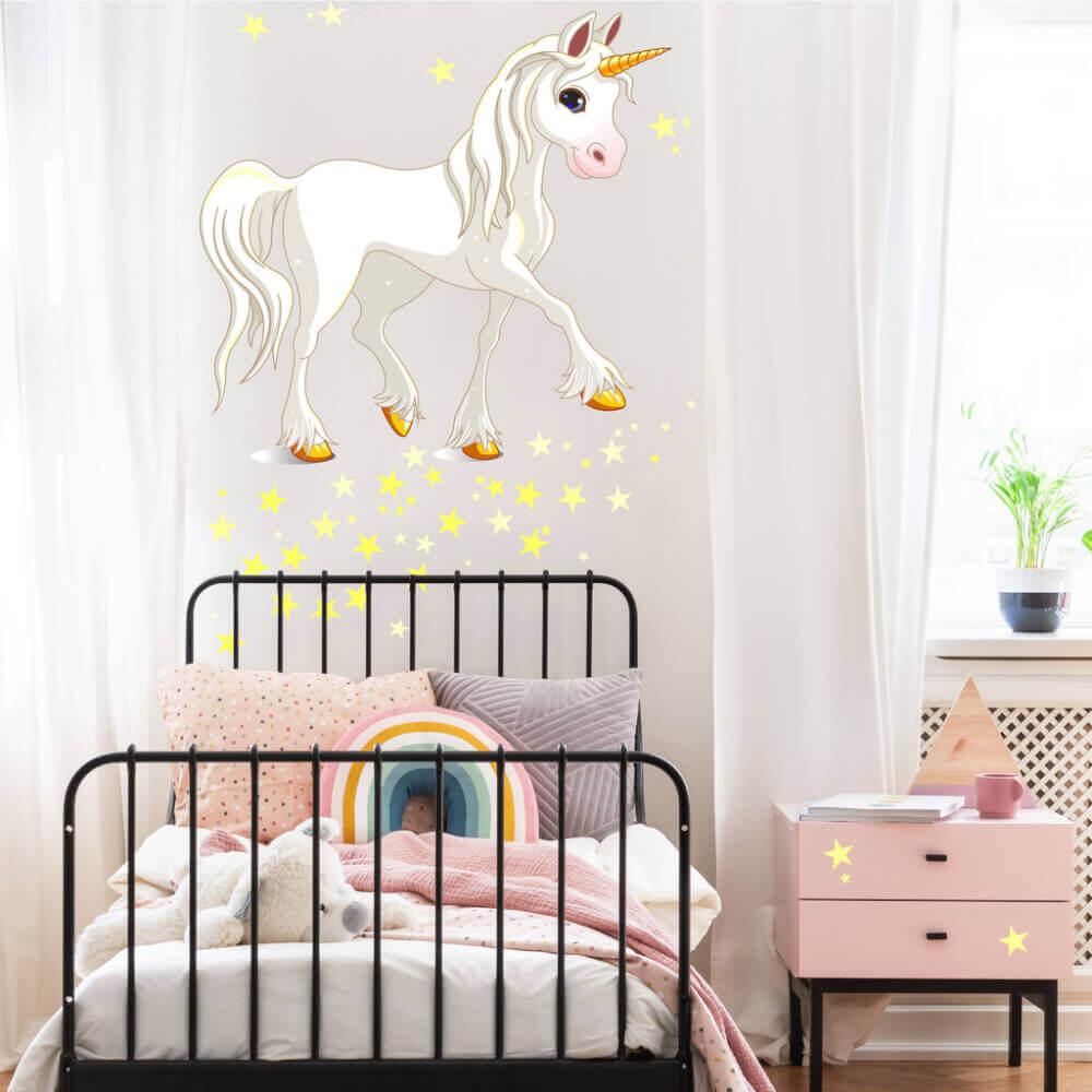 dekoration für kinderzimmer weißes einhorn mit gelben